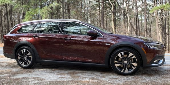 Review: 2019 Buick Regal TourX Features a Clean and Modern Infotainment System Design With CarPlay