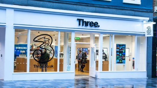 Three's mobile network down as huge outage is reported