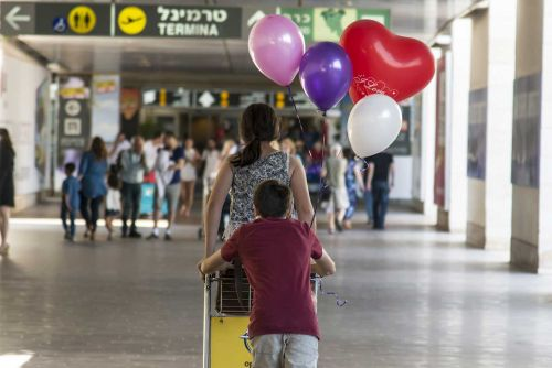 Israeli Agencies Try to Keep New Arrivals From Leaving the Country