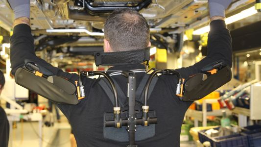 The mechanical exoskeleton taking the load in modern auto factories