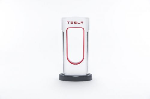 Tesla Intros New Powerbank And Miniature Desktop Supercharger