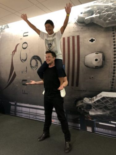 SpaceX's To Fly Japanese Billionaire Around The Moon