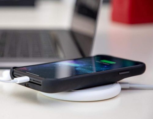 Good news! You can charge the Mophie Juice Pack Access wirelessly