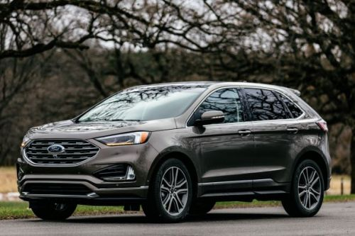 The 2019 Ford Edge can steer around problems like a robot is driving for you
