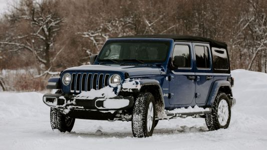 Off-Road Pages in the Jeep Wrangler Sahara help you drive over snow banks