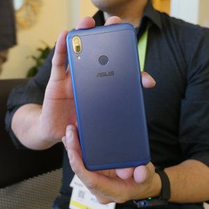 Budget offering with the metal constructed Asus Zenfone Max M2