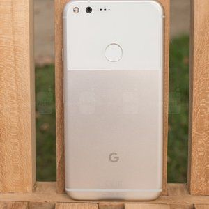 Google's original Pixel and Pixel XL are still waiting for their November updates