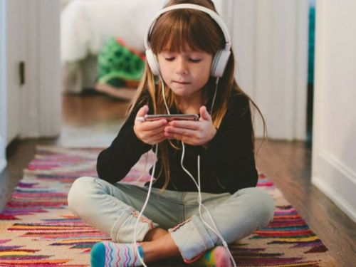 Make sure your kids don't stay glued to their phones!
