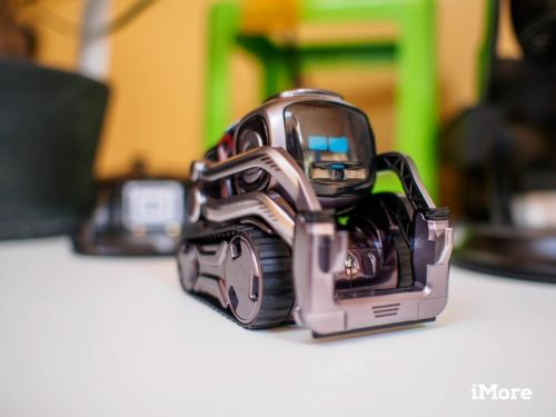 Anki Cozmo is getting a big app update, new color options, and a carrying case
