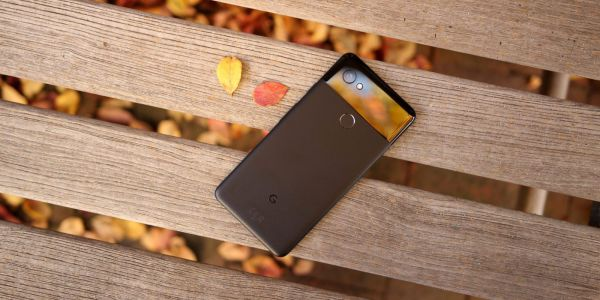 Some Google Pixel 2/XL owners reporting poor battery life and phones running warm after February security patch