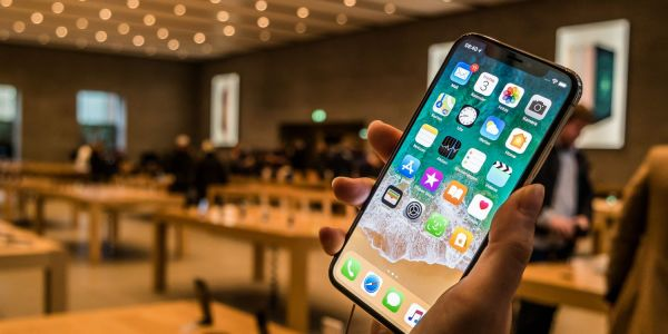 Intel now manufacturing modems for 2018 iPhones, but Apple likely still to share orders with Qualcomm this year