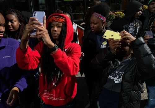 Apple donates iPhones to nonprofit to teach students photography