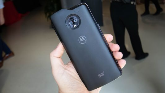 Motorola first to 5G? It may beat Samsung with its 5G Moto Mod coming April 11