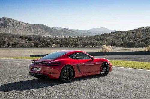 Rumors point to lightweight Porsche Cayman T