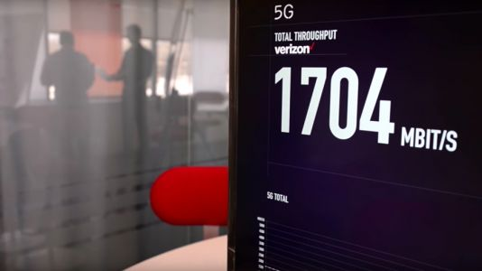 Verizon connects a smartphone to its 5G network