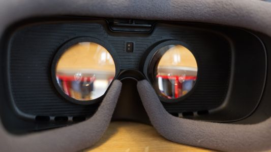 Samsung wants to bring curved OLED displays to VR
