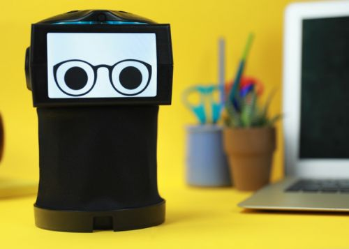 Peeqo personal robot responds using just GIFs and videos from the Internet