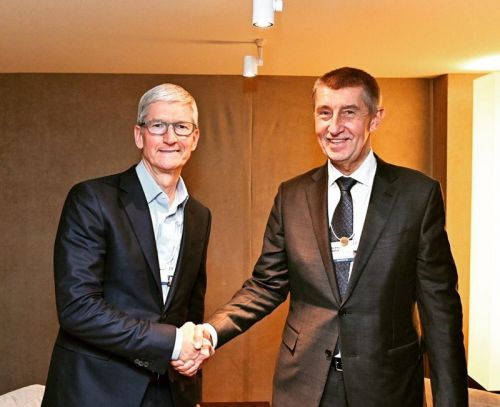 Apple CEO Tim Cook Meets Czech Prime Minister, Promises New Apple Store in Prague