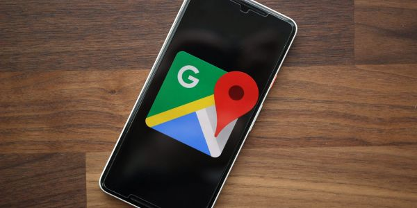 Google Maps for Android testing rounded search bar UI with centered logo