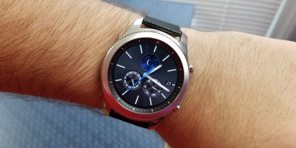 Samsung Gear S4 may arrive with a bigger battery and a new gold color variant
