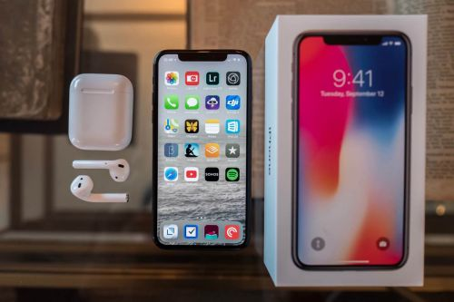 The iPhone X review, apps and services for the holidays, and more