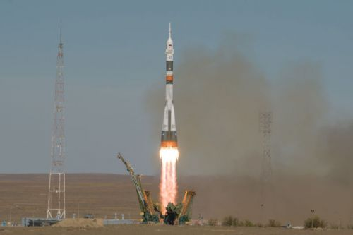 A Soyuz crew makes an emergency landing after rocket fails