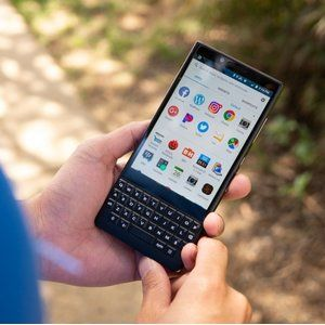 Facebook hits back at BlackBerry with patent infringement lawsuit of its own