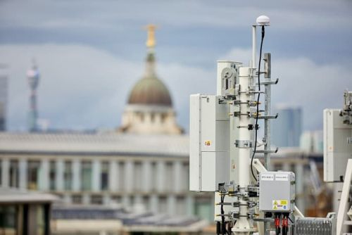 EE launching its 5G network in 16 UK cities next year