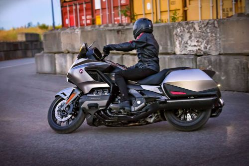 The first motorcycle to use Apple CarPlay has been announced