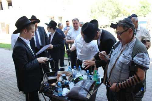 Mysterious Blessings from the Rebbe's Grave