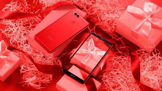 Honor Releases the 7X in a limited edition Red Colourway - Just in time for Valentine's Day!