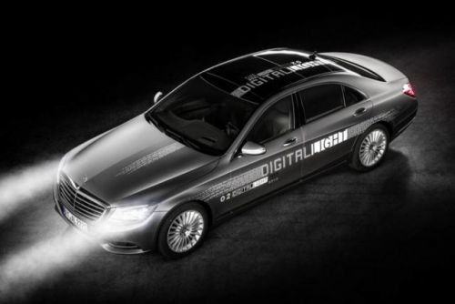 Mercedes Develops Smarter Headlights That Won't Blind Other Drivers