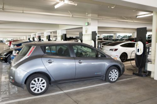 Electric car industry group says Californians have now purchased 500,000 EVs