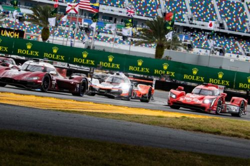 Rain and red flags wreck the racing at the Rolex 24 at Daytona