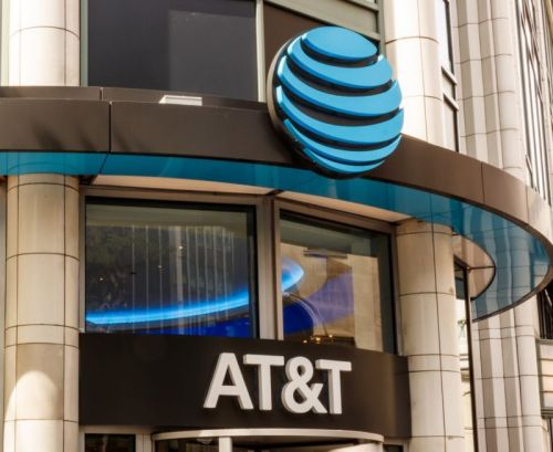 AT&T considers getting rid of DirecTV as TV business tanks, WSJ reports