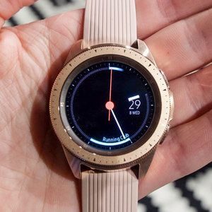 New Samsung Galaxy Watch update improves battery charging, music playback