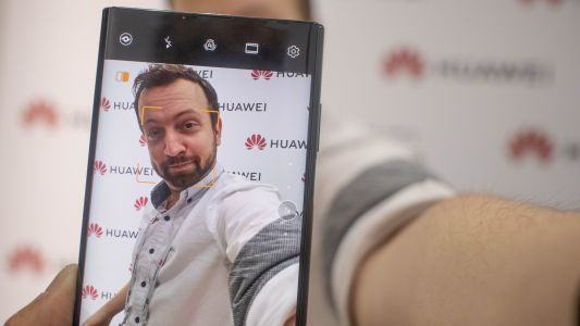 I took a selfie with the Huawei Mate X and it's a game changer for photos