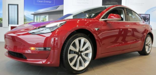 Tesla Model 3 Red Multi-coat Paint Now Costs $2500
