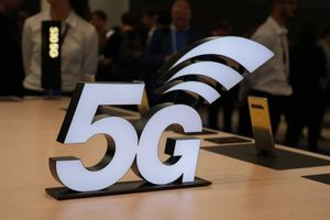 Fights over lampposts could delay 5G rollout in the U.K. by two years