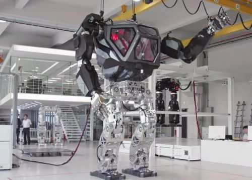 Controlling a massive mecha robot for the first time