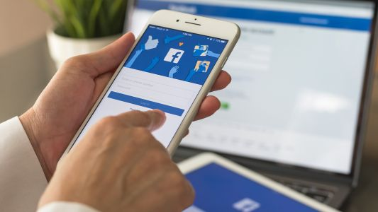 Facebook's new privacy tool helps delete old social media posts easily
