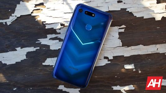 HONOR View20 Review - Punch Hole, No Punch Line