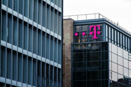 Justice Department wants T-Mobile, Sprint to create fourth carrier