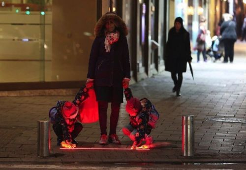 Tel Aviv Testing Crosswalk Lights To Warn 'Smartphone Zombies'