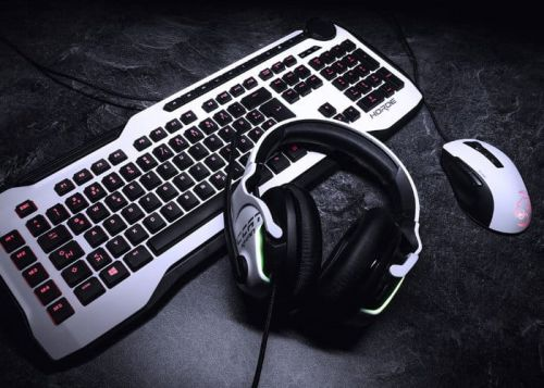 Roccat Kone Pure Owl Eye and the Khan AIMO White gaming gear