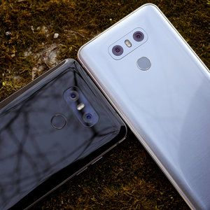 Boost Mobile will sell you two LG G6 phones for $30 each!