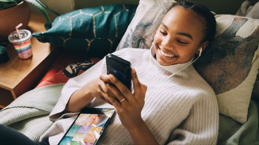Students, don't spend more than you have to - save big with discounts on iPads, laptops and more