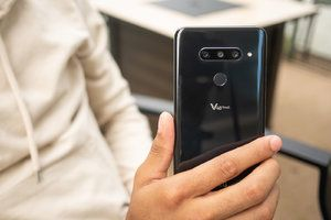 Another US carrier rolls out the LG V40 ThinQ Android 9.0 Pie update