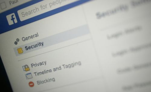 Facebook exposed 200 million to 600 million user passwords to employees
