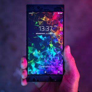 Razer Phone 2 gets a cool discount for a limited time, deal includes free gift!